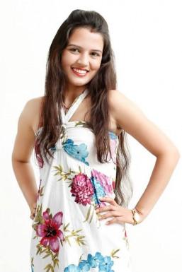 Minakshi Verma - Model in Jaipur   www.dazzlerr.com