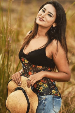 Dazzlerr - Jessica Chauhan Model Chandigarh