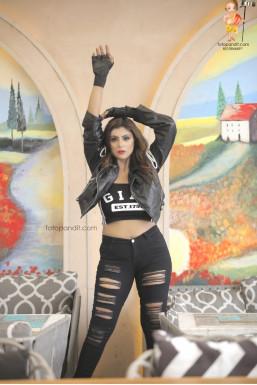Dazzlerr - Shubhi Agarwal Model Delhi