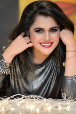 Dazzlerr - Khushi Kaur Model Mumbai