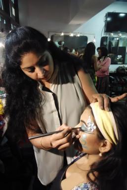 Rimple Raja - Makeup Artist in Bangalore | www.dazzlerr.com