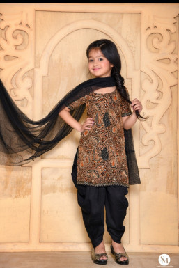 Dazzlerr - Nehmat Kaur Model Delhi