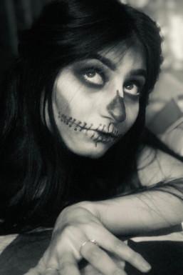 Avleen Kaur - Makeup Artist in Delhi | www.dazzlerr.com
