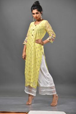 Aishwarya Adarkar - Model in Mumbai   www.dazzlerr.com