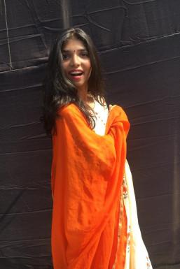 Dazzlerr - Shraddha Dubey Model -Select-