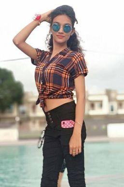 Dazzlerr - Nikita Pachori Model Indore
