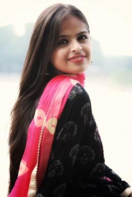 Dazzlerr - Divya Chaudhary Model Delhi