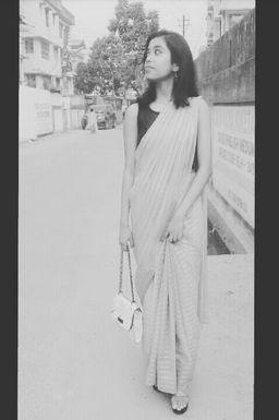 Dazzlerr - Roshni Dutta Model Siliguri