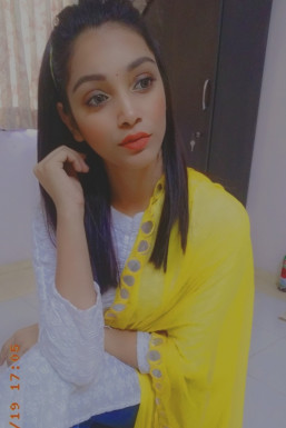 Dazzlerr - Rashmi Dhaulakhandi Model Ahmedabad