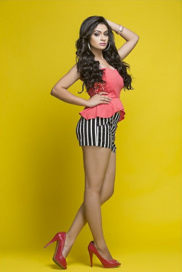 Dazzlerr - Hina Khan Model Delhi