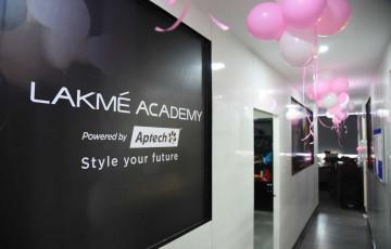 Dazzlerr : Lakme Academy